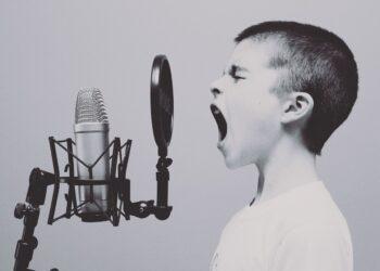 seslere tahammul - Seslere tahammül edemiyor musunuz? - Sağlık Haberleri - Sağlıkla İlgili Güncel Bilgi - Kulaktaki patolojik faktörlerin dışında, dışarıdaki sesler de işitmemizi olumsuz olarak etkileyebiliyor. Azami rahat edilebilen ses yüksekliği düzeyinin insandan insana değişebileceğini söyleyen uzmanlar, bu durumun stres ve psikolojik duruma da bağlı olabileceğini söylüyor. Dil ve Konuşma Terapisti Göksu Yılmaz sizler için anlattı.